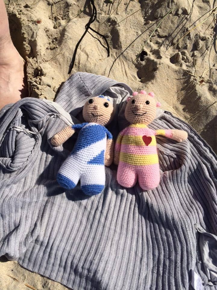 rosie-and-sammy-at-the-beach